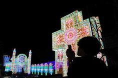 Si resta incantati davanti alle imponenti luminarie allestite a Scorrano in onore della patrona Santa Domenica dal 4 al 9 luglio con la Notte delle luci che richiama decine di migliaia di visitatori....