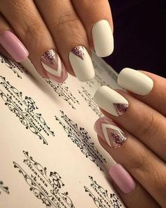The advantage of the gel is that it allows you to enjoy your French manicure for a long time. There are four different ways to make a French manicure on gel nails. Cute Spring Nails, Cute Nails, Pretty Nails, My Nails, Hair And Nails, Summer Nails, Pink Nails, Acrylic Nail Shapes, Acrylic Nails