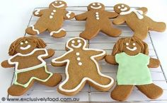 Exclusively Food: Gingerbread Men Recipe - beautiful traditional little gingerbread figures. One could write stories about these :)