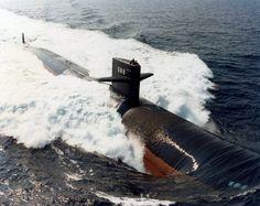 USS Los Angeles lead ship of herclass of submarines Us Navy Submarines, Nuclear Submarine, Heavy Cruiser, Us Navy Ships, Man Of War, Navy Life, Yellow Submarine, United States Navy, Battleship