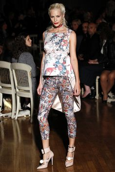 Giles Spring 2016 Ready-to-Wear Fashion Show - Poppy Delevingne Poppy  Delevingne da55b09f5b7