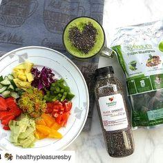 #Repost @healthypleasuresby with @repostapp ・・・ Sharing menu sarapan yg baru sempat diupload ya.  Bisa utk  besok pagi. Fresh salad with homemade guacamole. Smoothies of the day: blend of frozen pineapple, fresh orange and organic wheatgrass from @verdurebali (Ready di gudang ya). 1 cubes = 1 kilo sayur  Delivery sby only.  Resep sederhana Guacamole: Daging Apokat masak dihancurkan. Tomat dibuang bijinya dan potong kotak2 kecil. Dried basil leaf Sedikit air lemon Garlic powder Blackpepper…