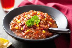 Chili con Carne is a hearty meal with lots to offer, apart from big flavor! Did you know that when tomatoes are cooked they provide more. Sweet Corn Recipes, Chili Recipes, Healthy Recipes, Healthy Foods, Con Carne Recipe, Canning Sweet Corn, Canning Crushed Tomatoes, No Bean Chili, Ground Beef Recipes
