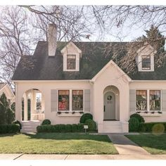 Trendy home exterior cottage bungalows 37 Ideas Style At Home, Cottage Shabby Chic, French Cottage, French Country, Tudor Cottage, Modern Cottage, Front Yard Decor, Cottages And Bungalows, Cute House
