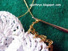 U Kathryn : Szydełkowy anioł (wzór)/Crochet angel pattern Crochet Ornaments, Christmas Crochet Patterns, Crochet Snowflakes, Crochet Christmas, Crochet Angel Pattern, Crochet Angels, Dishcloth Knitting Patterns, Knit Dishcloth, Iris Folding