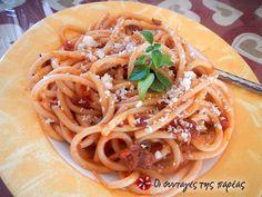 Τα ζυμαρικά All'Amatriciana είναι μια πολύ εύκολη, γρήγορη και νόστιμη συνταγή, με λίγα και απλά υλικά. Είμαι σίγουρη όμως πως αν τη δοκιμάσετε θα την προσθέσετε στις αγαπημένες σας γεύσεις! Greek Beauty, Greek Dishes, Risotto, Food To Make, Nom Nom, Spaghetti, Sweet Home, Food And Drink, Kitchens
