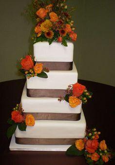 Autumn wedding cake ideas - Repinned by Every Bloomin' Thing #IowaCityFlorist #IowaCityWedding