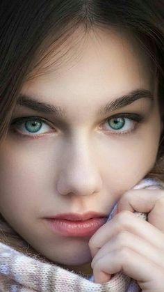 Look deep into my eyes b you will be my Sir and treat me like a good girl. Most Beautiful Eyes, Beautiful Girl Image, Beautiful Hijab, Beautiful Women, Girl Face, Woman Face, Angels Beauty, Face Photography, Beauty Shots