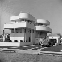 Stucco Art Deco Beach House, Convertible Car in Driveway, Margate City, New Jersey Photographic Print by H. Casa Art Deco, Art Deco Stil, Art Deco Home, Art Nouveau, Architecture Photo, Modern Architecture, Sculpture Ornementale, Estilo Art Deco, Streamline Moderne