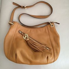 Michael Kors shoulder bag Gorgeous brown leather shoulder bag. Good condition. Michael Kors Bags Crossbody Bags
