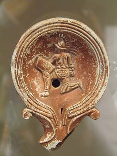 Oil lamp with gladiatoral scene, Romisch-Germanisches Museum, Cologne