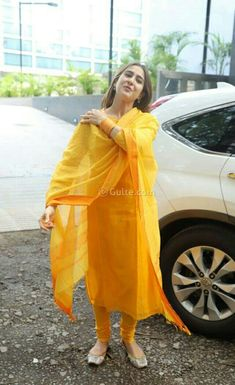 Simple Kurti Designs, Stylish Dress Designs, Kurta Designs Women, Designer Party Wear Dresses, Kurti Designs Party Wear, Indian Wedding Outfits, Indian Outfits, Simple Indian Suits, Casual Indian Fashion