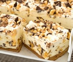 Choc Honeycomb Slice: Another NESTLÉ Sweetened Condensed Milk recipe from our 100 years of Sweet Baking Memories Book. This luscious ice cream dessert slice is great for summer days - so creamy, so easy and so delicious! (easy baking recipes for summer) Greek Desserts, Ice Cream Desserts, Frozen Desserts, Baking Recipes, Cake Recipes, Dessert Recipes, No Bake Slices, Condensed Milk Recipes, Delicious Desserts