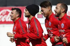 Llegaron las figuras: Medel, Bravo y Arturo Vidal ya están en Chile para enfrentar a Colombia - El Gráfico Chile. Noviembre 09, 2015.