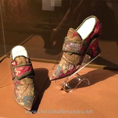 Accessories Women's Shoes   France 1710s  Metallic brocaded silk satin, metallic braid & leather. Note they are not foot-specific, as those did not become standard form until after 1800.