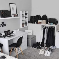 home office decor 2020 modern Bedroom Setup, Room Ideas Bedroom, Men Bedroom, Man Bedroom Decor, Modern Mens Bedroom, Men's Bedroom Design, Home Office Setup, Home Office Design, Mens Room Decor
