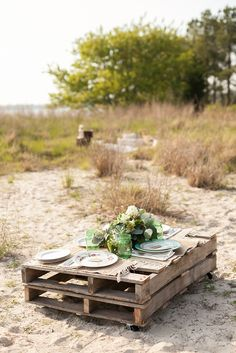 Wooden pallet as a casual beach wedding table