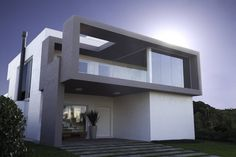 야외 공간의 활용이 돋보이는 입체적인 주택