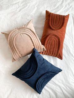 Blue And Orange Living Room, Burnt Orange Bedroom, Orange Bedding, Orange Throw Pillows, Pink Pillows, Pink Blue, Orange Pink, Pink Soft, Dusty Pink