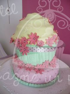 Torta Vintage... con cupcake gigante!!! Seguinos en facebook... https://www.facebook.com/pages/Hazme-un-pastel/471162906326169