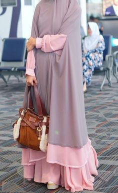 A beautiful dress for hijab Moslem Fashion, Arab Fashion, Islamic Fashion, African Fashion, Moda Hijab, Modest Dresses, Modest Outfits, Modest Fashion, Fashion Outfits