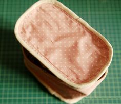 Sew a zippered cosmetic bag. Pattern. DIY tutorial in pictures.