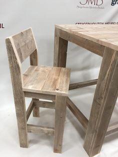 Deze steigerhouten kruk met rugleuning is perfect te combineren met onze sta tafels of bartafels. zeer snel leverbaar! Ook in grey of whitewash. Pallet Stool, Wooden Pallet Furniture, Diy Furniture, Diy Bar Stools, Wooden Stools, Diy Bench, Diy Chair, Counter Height Chairs, Unusual Furniture