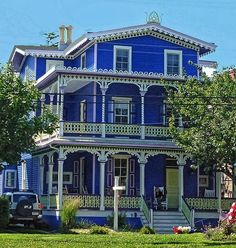 ideas for exterior office building paint colors Exterior Siding Colors, Exterior Paint, Beautiful Buildings, Beautiful Homes, Sims 4 House Building, Victorian Architecture, Cabins And Cottages, Paint Colors For Home, Victorian Homes
