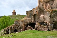 Harabe şehir/Ahlat/Bitlis/// Mysterious Places, Ancient Ruins, The Province, Archaeology, Amazing, Istanbul, Mount Rushmore, Beautiful Places, Villa