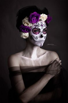 Looking for for inspiration for your Halloween make-up? Browse around this site for scary Halloween makeup looks. Halloween Makeup Sugar Skull, Sugar Skull Makeup, Halloween Makeup Looks, Halloween Skull, Halloween Fun, Halloween Costumes, Sugar Skulls, Sugar Skull Costume, Fantasy Make Up