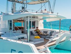 "Lagoon 52 F - Kat Marina A meal area to starboard and a relaxing ""lazy boy"" to port"