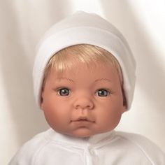 This beautiful Newborn Nursery Munchkin by Lee Middleton looks so real, you just want to give her a big cuddle. At 19 inches long and 3.5 po...