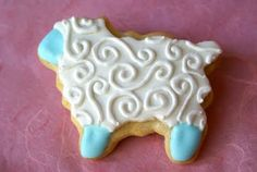 Easter Sheep Lamb cookies -- only I would never use fondant.  Royal icing would be so much easier and tastier.