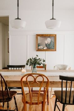 Dining room furniture ideas that are going to be one of the best dining room design sets of the year! Get inspired by these dining room lighting and furniture ideas! Retro Home Decor, Cheap Home Decor, Vintage Decor, Vintage Chairs, Bedroom Vintage, Decor Interior Design, Interior Decorating, Decorating Ideas, Room Interior