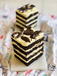Prăjitură Brownie lasagna, foi fine ciocolatoase și cremă fină de mascarpone – Chef Nicolaie Tomescu Dessert Cake Recipes, Sweets Recipes, Healthy Desserts, Easy Desserts, Delicious Desserts, Tasty Chocolate Cake, Chocolate Recipes, Cake Fillings, Brownie