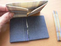 Мужской галстук-бабочка. Двух-цветный.Детали сложила друг с другом сложенными краями внутрь.