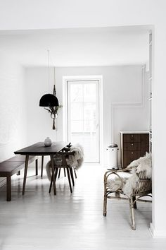 Sitting Pretty: 5 Dining Chair Trends   Benches   EyeSwoon Scandi Home, Scandinavian Home, Interior Design Inspiration, Home Decor Inspiration, White Dining Chairs, Dining Tables, Black And White Interior, Black White, Living Room Seating
