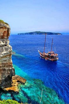 The colors of the Greek sea/waters are sooooo delicious. Let #Archaeologous.com assist with your #Greek #vacation. (Paxos, Greece)
