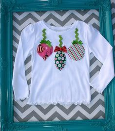 Christmas Ornament Tshirt by lilybloom on Etsy by janie Christmas Applique, Crochet Christmas Ornaments, Christmas Baby, Christmas Crafts, Sewing Kids Clothes, Sewing For Kids, Baby Sewing, Sewing Ideas, Xmas Shirts