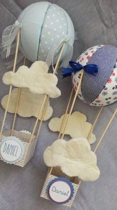 Una bonita decoración para el bautizo: globos. Baby Shower Balloons, Baby Shower Themes, Baby Boy Shower, Felt Crafts, Diy And Crafts, Foto Baby, Baby Party, Air Balloon, Paper Flowers