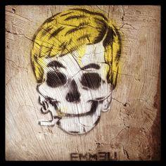 Hey Blonde #skull #mural #graffiti #streetart #rome #streetphotography #urbanart #emmeu