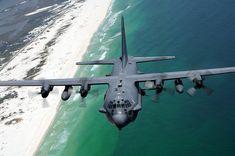Aviones Caza y de Ataque: Lockheed AC-130 Spectre / Spooky    Tipo  Avión de ataque pesado y apoyo aéreo cercano. Fabricantes  Lockheed y Boeing Primer vuelo  AC-130A: 1966 AC-130U: 1990 Introducido  AC-130A: 1968 AC-130U: 1995 Estado En servicio Usuario  Fuerza Aérea de los Estados Unidos N.º construidos