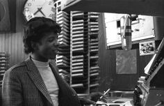 74000917-singer-sly-stone-as-a-radio-dj-on-ksol-fm-gettyimages.jpg (594×384)
