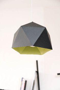 Jolie idée déco : lampe en carton en pliages -détail sur tetedange.canalblog.com DIY : pendant light in cupboard - origami style