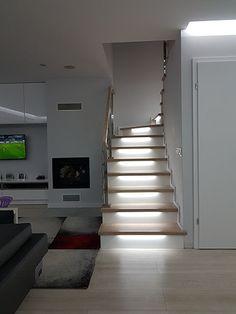 #schody#schodydrewniane#schodyjesionowe#oswietlenieschodow#dom#wnetrze#design#remont Dom, Stairs, Home Decor, Stairway, Decoration Home, Room Decor, Staircases, Home Interior Design, Ladders