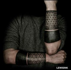 Blackout Tattoo On Black Skin Tattoos Masculinas, Line Tattoos, Forearm Tattoos, Body Art Tattoos, Sleeve Tattoos, Geometric Tattoo Forearm, Tatoos, Black Band Tattoo, Tattoo Band
