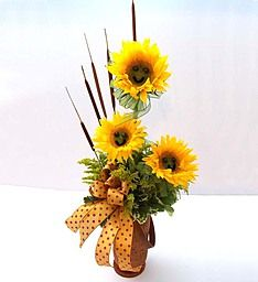 Here's a perfect way to make someone feel sunny inside and out—a truly original arrangement of yellow sunflowers, complete with adorable smiley faces! Creative Flower Arrangements, Sunflower Arrangements, Flower Arrangement Designs, Fall Floral Arrangements, Beautiful Flower Arrangements, 800 Flowers, Metal Flowers, Fall Flowers, Chinese New Year Flower