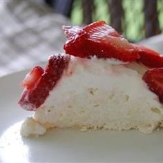 Chef John's Pavlova with Strawberries Recipe and Video Summer Desserts, Healthy Desserts, Delicous Desserts, Bacon Recipes, Cooking Recipes, Pie Recipes, Easter Recipes, Dessert Recipes, Desert Recipes