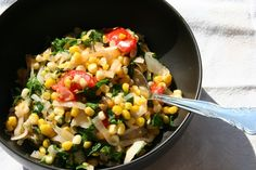 Corn Tomato Kale Stir Fry: This veggie stir fry is as simple as sautéing the harvest from your late Summer garden (or your late Summer CSA box!) #MeatlessMonday