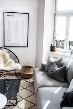 Modern Living Room: Muuto Connect Sofa & Marble Table I Check it out on viennawe. Modern Living Room: Muuto Connect Sofa & Marble Table I Check it out on viennawe. Living Room Update, Living Room Modern, Living Room Designs, Decoration Inspiration, Decoration Design, Best Home Interior Design, Decor Interior Design, French Interior, Luxury Interior